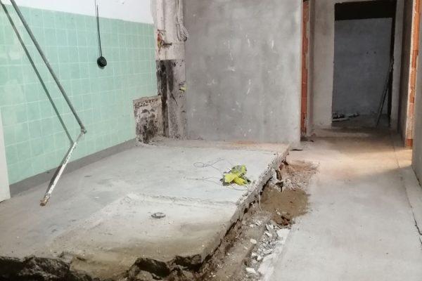 8-Das-alte-Fundament-muss-auch-noch-weg